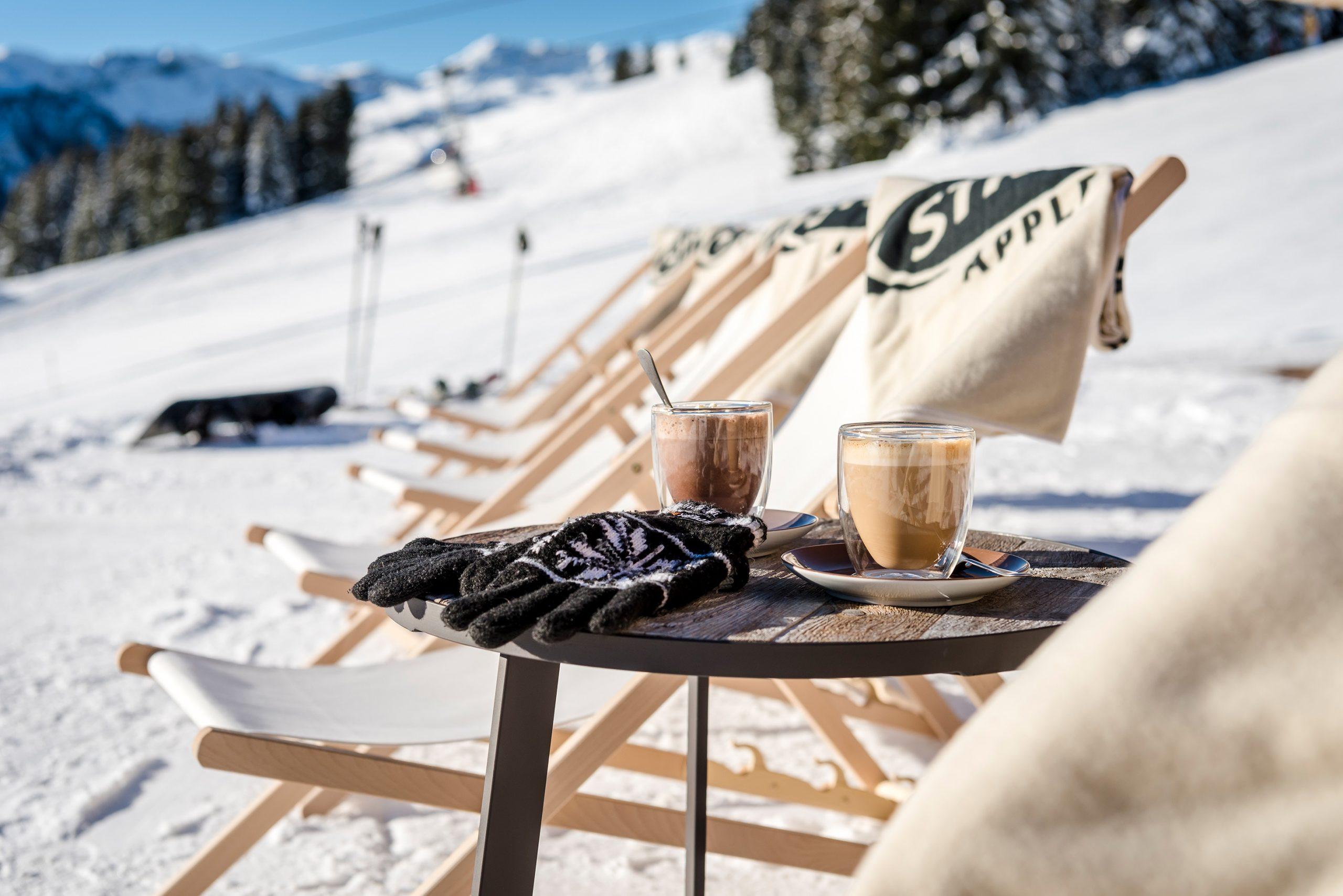 Alm an der Piste im Skigebiet